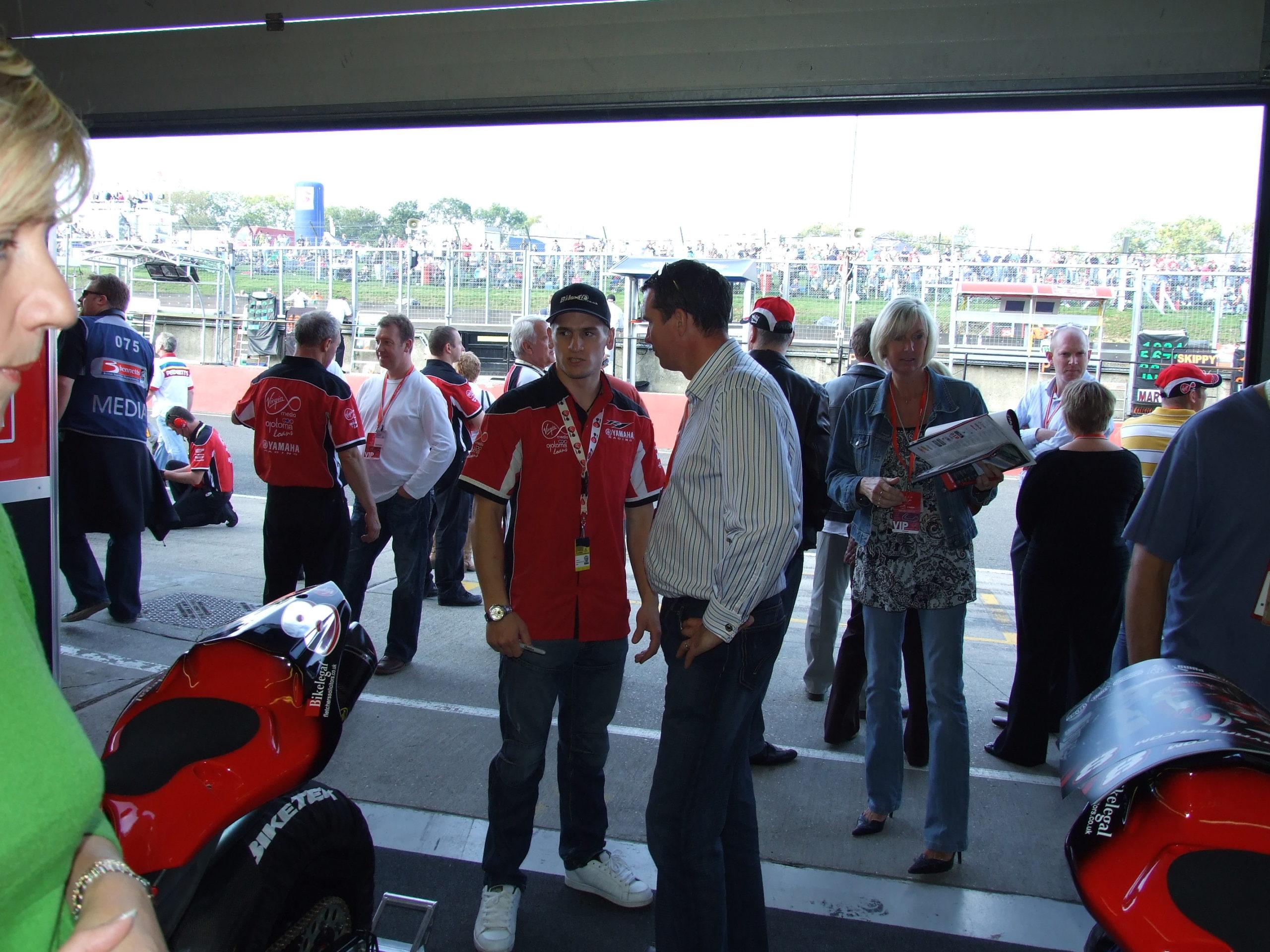 Superbikes brands hatch 165